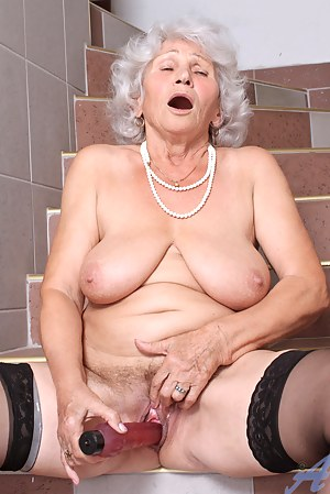 Mature Orgasm Porn Pictures