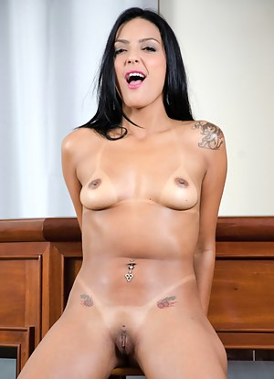 Mature Brunette Porn Pictures